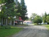 domaine avec 7 chalet , terrain de camping ,centre de détente